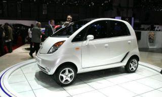 Tire, Motor vehicle, Wheel, Mode of transport, Automotive mirror, Automotive design, Product, Vehicle, Transport, Alloy wheel,