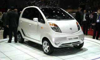 Motor vehicle, Tire, Mode of transport, Automotive mirror, Automotive design, Product, Vehicle, Transport, Land vehicle, Car,