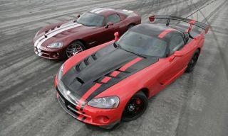 Automotive mirror, Mode of transport, Automotive design, Vehicle, Hood, Land vehicle, Automotive parking light, Car, Headlamp, Automotive exterior,