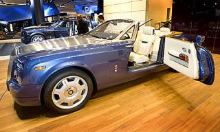Tire, Wheel, Motor vehicle, Wood, Automotive design, Automotive tire, Vehicle, Transport, Rim, Alloy wheel,
