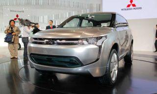 Tire, Mode of transport, Automotive design, Product, Vehicle, Event, Land vehicle, Automotive mirror, Headlamp, Transport,