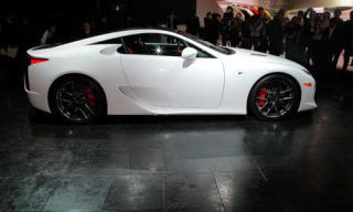 Tire, Wheel, Automotive design, Mode of transport, Vehicle, Land vehicle, Alloy wheel, Rim, Car, Photograph,