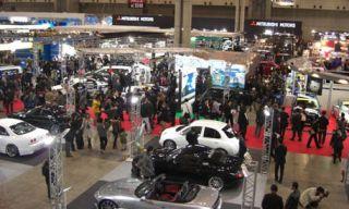 Motor vehicle, Mode of transport, People, Transport, City, Automotive tire, Crowd, Automotive wheel system, Traffic, Human settlement,