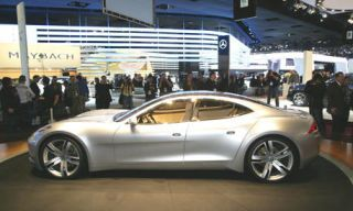 Tire, Automotive design, Mode of transport, Vehicle, Alloy wheel, Rim, Car, Fender, Personal luxury car, Performance car,