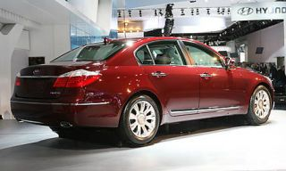 Tire, Wheel, Mode of transport, Automotive design, Vehicle, Land vehicle, Car, Alloy wheel, Automotive tail & brake light, Rim,