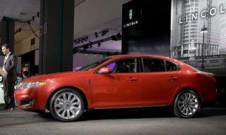 Tire, Wheel, Motor vehicle, Mode of transport, Product, Vehicle, Alloy wheel, Automotive design, Transport, Rim,