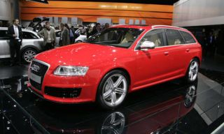 Tire, Wheel, Automotive design, Vehicle, Land vehicle, Alloy wheel, Car, Grille, Audi, Rim,