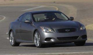Motor vehicle, Tire, Mode of transport, Automotive mirror, Automotive design, Daytime, Road, Transport, Vehicle, Glass,