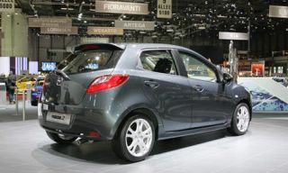 Motor vehicle, Tire, Mode of transport, Automotive design, Automotive mirror, Vehicle, Land vehicle, Transport, Property, Car,
