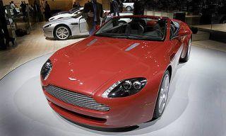 Motor vehicle, Tire, Mode of transport, Automotive design, Vehicle, Automotive mirror, Land vehicle, Headlamp, Automotive lighting, Grille,