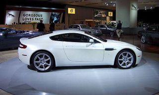 Tire, Wheel, Mode of transport, Automotive design, Vehicle, Land vehicle, Alloy wheel, Rim, Automotive tire, Car,