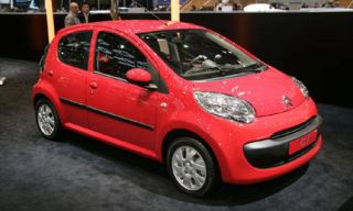 Motor vehicle, Tire, Wheel, Mode of transport, Automotive design, Vehicle, Transport, Alloy wheel, Automotive wheel system, Automotive mirror,