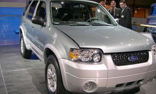 Wheel, Motor vehicle, Tire, Automotive tire, Mode of transport, Vehicle, Product, Transport, Land vehicle, Glass,