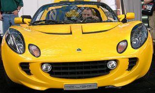 Motor vehicle, Mode of transport, Vehicle, Yellow, Automotive design, Land vehicle, Headlamp, Car, Hood, Automotive mirror,