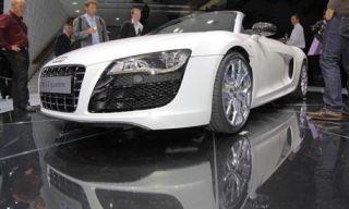 Mode of transport, Automotive design, Vehicle, Event, Land vehicle, Grille, Headlamp, Car, Personal luxury car, Automotive lighting,