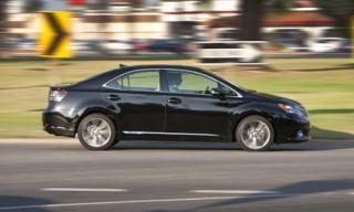 Tire, Motor vehicle, Wheel, Mode of transport, Automotive design, Vehicle, Automotive tire, Land vehicle, Alloy wheel, Rim,