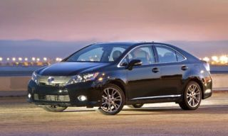 Motor vehicle, Tire, Automotive mirror, Wheel, Mode of transport, Automotive design, Vehicle, Transport, Car, Rim,