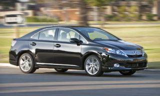 Tire, Wheel, Mode of transport, Vehicle, Automotive mirror, Alloy wheel, Rim, Automotive tire, Glass, Car,