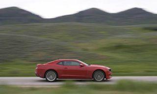 Tire, Wheel, Nature, Mode of transport, Vehicle, Mountainous landforms, Automotive design, Alloy wheel, Land vehicle, Road,