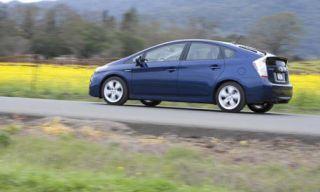 Tire, Wheel, Motor vehicle, Mode of transport, Automotive design, Automotive mirror, Automotive tire, Vehicle, Land vehicle, Transport,