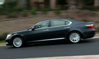 Tire, Wheel, Mode of transport, Vehicle, Land vehicle, Car, Alloy wheel, Rim, Full-size car, Automotive wheel system,