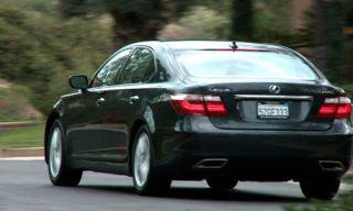 Motor vehicle, Tire, Mode of transport, Automotive design, Vehicle, Automotive exterior, Road, Land vehicle, Automotive lighting, Automotive tail & brake light,