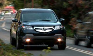 Motor vehicle, Automotive mirror, Mode of transport, Vehicle, Road, Land vehicle, Transport, Automotive lighting, Infrastructure, Headlamp,