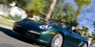 Tire, Motor vehicle, Automotive design, Mode of transport, Vehicle, Headlamp, Land vehicle, Automotive lighting, Hood, Car,