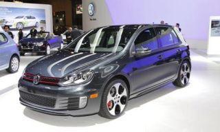 Tire, Motor vehicle, Wheel, Automotive design, Land vehicle, Vehicle, Automotive tire, Rim, Car, Alloy wheel,