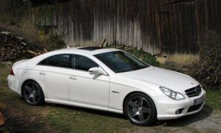 Tire, Wheel, Mode of transport, Vehicle, Automotive design, Alloy wheel, Spoke, Rim, Car, Automotive lighting,