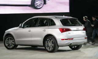 Tire, Wheel, Motor vehicle, Mode of transport, Automotive tire, Automotive design, Product, Alloy wheel, Vehicle, Rim,