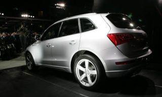 Tire, Motor vehicle, Wheel, Mode of transport, Automotive tire, Automotive design, Vehicle, Product, Alloy wheel, Automotive mirror,