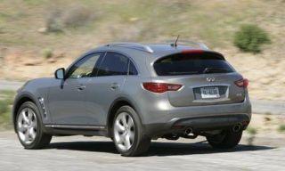 Tire, Motor vehicle, Wheel, Mode of transport, Daytime, Vehicle, Automotive design, Automotive tire, Road, Automotive mirror,