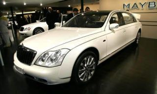 Tire, Motor vehicle, Wheel, Mode of transport, Transport, Vehicle, Automotive design, Land vehicle, Automotive lighting, Headlamp,