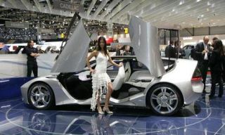 Clothing, Tire, Motor vehicle, Wheel, Automotive design, Mode of transport, Vehicle, Land vehicle, Automotive wheel system, Alloy wheel,