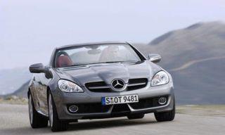 Tire, Motor vehicle, Mode of transport, Automotive mirror, Automotive design, Vehicle, Hood, Land vehicle, Headlamp, Car,