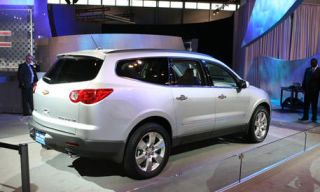 Tire, Motor vehicle, Mode of transport, Automotive mirror, Automotive tire, Transport, Vehicle, Glass, Land vehicle, Property,