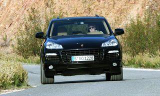 Motor vehicle, Tire, Road, Mode of transport, Nature, Automotive mirror, Automotive design, Daytime, Vehicle, Transport,