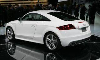 Automotive design, Mode of transport, Vehicle, Land vehicle, Alloy wheel, Rim, Car, Red, White, Automotive wheel system,