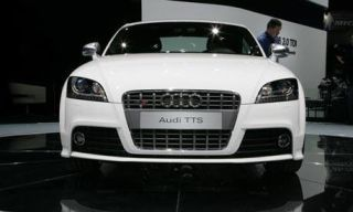 Motor vehicle, Mode of transport, Automotive design, Product, Automotive mirror, Vehicle, Headlamp, Transport, Automotive lighting, Grille,