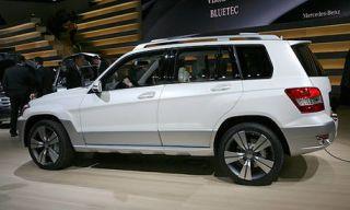Tire, Wheel, Automotive tire, Automotive design, Vehicle, Land vehicle, Alloy wheel, Rim, Spoke, Car,