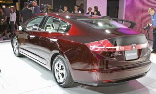 Mode of transport, Automotive design, Vehicle, Product, Land vehicle, Transport, Car, Personal luxury car, Mid-size car, Alloy wheel,