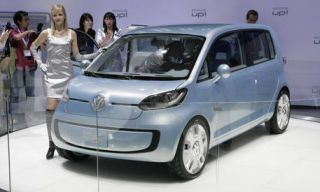 Motor vehicle, Automotive mirror, Mode of transport, Automotive design, People, Transport, Vehicle, Car, Photograph, Rim,