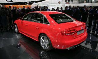 Motor vehicle, Mode of transport, Automotive design, Vehicle, Product, Car, Alloy wheel, Automotive wheel system, Full-size car, Rim,