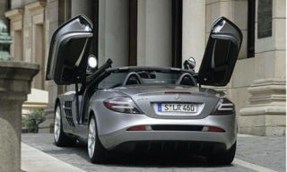 Motor vehicle, Mode of transport, Automotive design, Automotive mirror, Vehicle, Transport, Automotive parking light, Automotive lighting, Car, Automotive exterior,