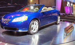 Tire, Motor vehicle, Wheel, Mode of transport, Automotive design, Vehicle, Transport, Land vehicle, Automotive mirror, Automotive lighting,