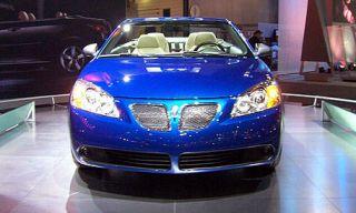 Motor vehicle, Automotive mirror, Automotive design, Daytime, Vehicle, Headlamp, Automotive lighting, Grille, Hood, Glass,