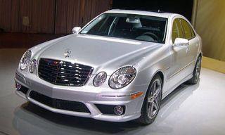 Motor vehicle, Mode of transport, Vehicle, Automotive lighting, Hood, Automotive design, Land vehicle, Automotive mirror, Rim, Grille,