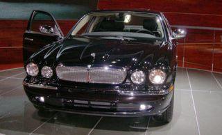 Motor vehicle, Mode of transport, Vehicle, Hood, Headlamp, Grille, Automotive parking light, Car, Automotive lighting, Automotive mirror,