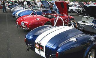 Motor vehicle, Mode of transport, Automotive design, Vehicle, Land vehicle, Transport, Classic car, Car, Automotive exterior, Fender,